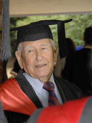 Allan Stewart em cerimônia de graduação (Foto: AFP)