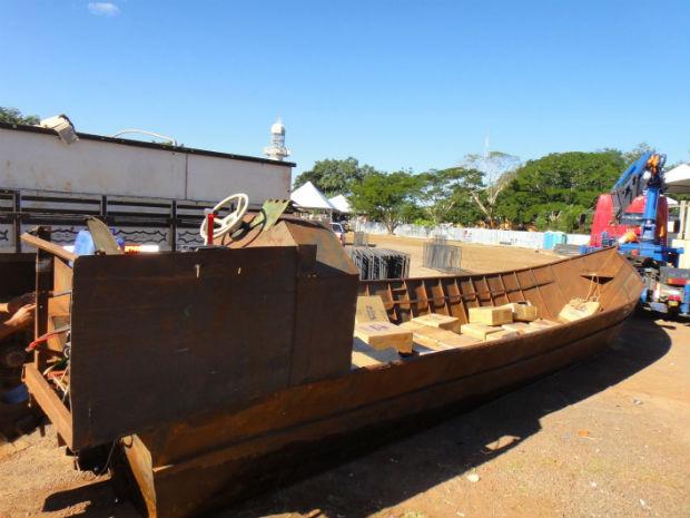 Barco apreendido com contrabando (Foto: Divulgação/PF)