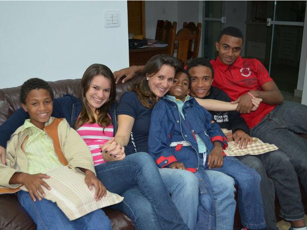 Advogada apadrinha quatro garotos de orfanato em Araraquara (Foto: Manoela Marques/G1)