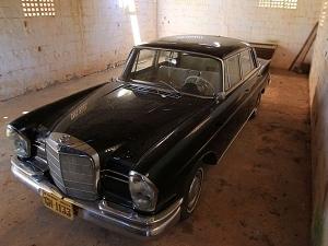 Mercedes que pertenceu a JK (Foto: Ricardo Rafael / O Popular)