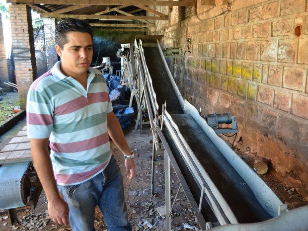 Marcelo dos Santos, pesquisador que desenvolveu a técnica de fazer tijolos por meio e lixo orgânico (Foto: Felipe Turioni/G1)