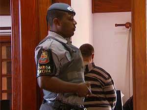 Polícia prende suspeito de roubos em condomínio (Foto: Reprodução EPTV)