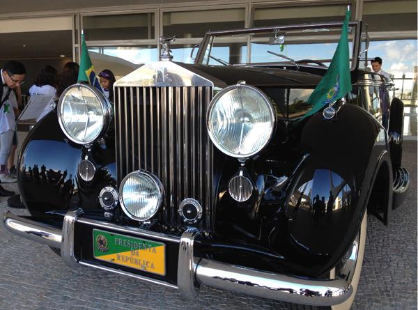 Modelo da montadora inglesa Rolls Royce, produzido em 1952, chegou ao Brasil no ano seguinte, sob a Presidência de Getúlio Vargas (Foto: Priscilla Mendes/G1)