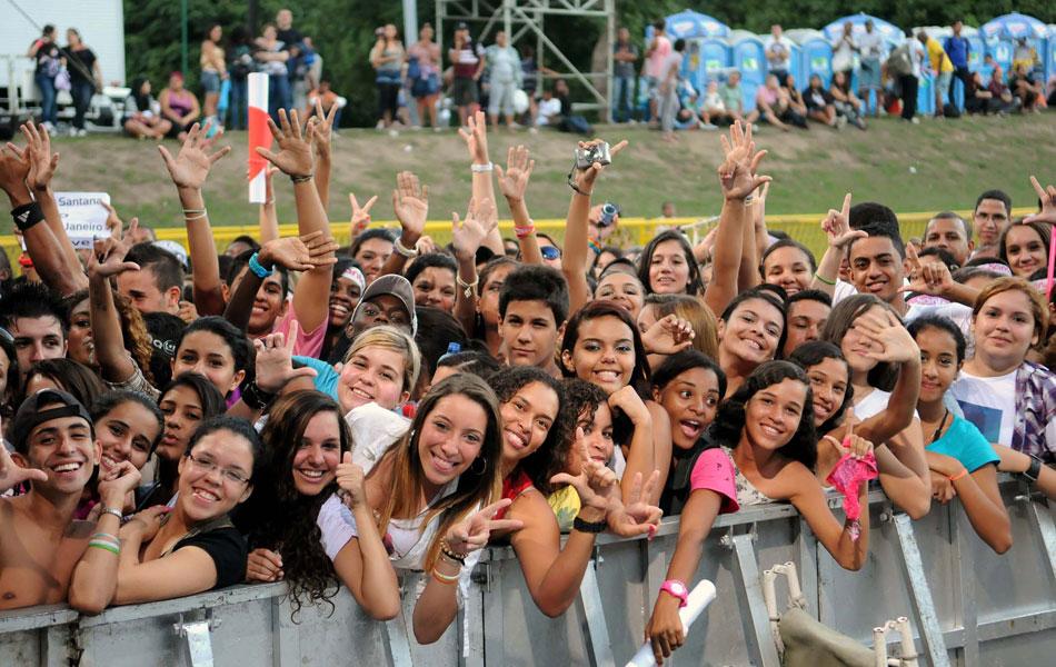 Fãs aguardam show do ídolo teen Luan Santana, no Palco da Quinta da Boa Vista