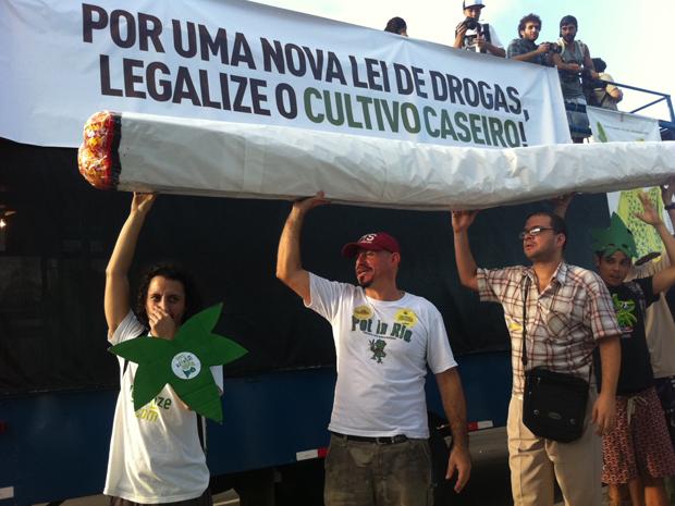 Autorizadas após decisão do STF, as marchas que acontecem em várias capitais pede que o porte e plantação da maconha para uso próprio deixe de ser crime (Foto: Aline Pollilo/G1)