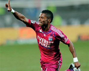 Michel Bastos é meia do time francês Lyon (Foto: AFP)