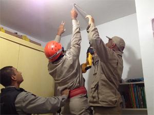 Polícia Ambiental e Bombeiros trabalharam em conjunto (Foto: Walter Paparazzo/G1)