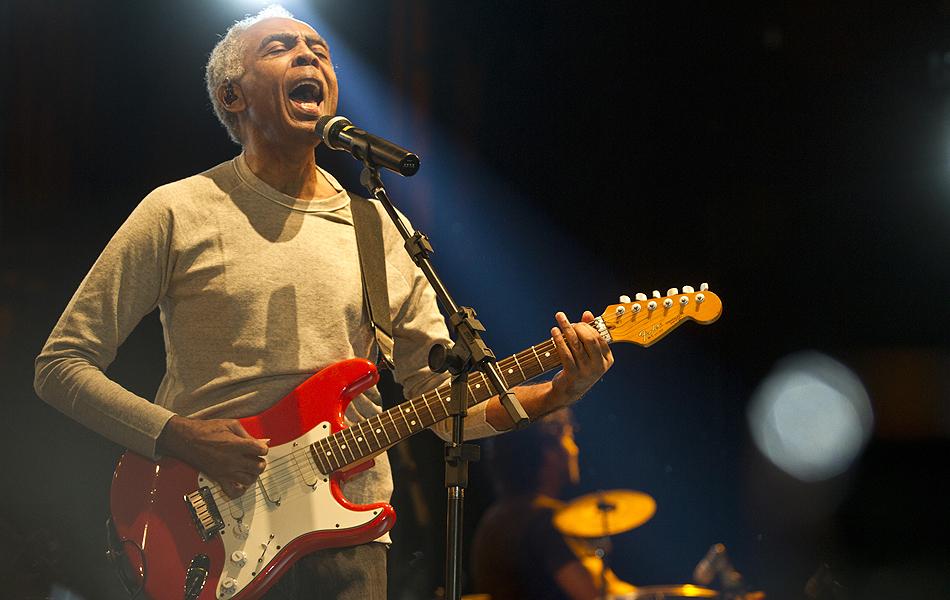 Domingo (6) - Gilberto Gil encerra a maratona de shows da Virada Cultural, em show no início da noite no palco Júlio Prestes, no Centro