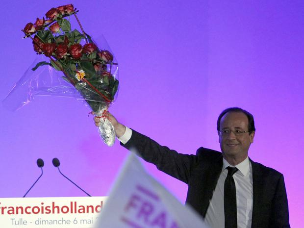 François Hollande comemora vitória sobre Nicolas Sarkozy nas eleições presidenciais da França (Foto: REUTERS/Regis Duvignau)