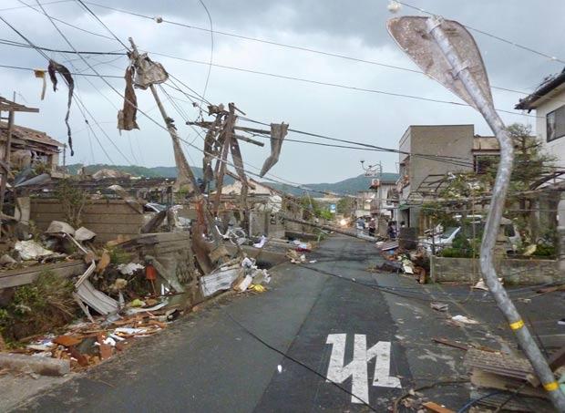 Um garoto de 14 anos morreu por causa da tempestade. (Foto: Kyodo News/AP)