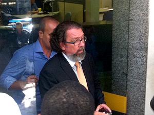 Antonio Carlos de Almeida disse que fotos foram para intimidade do casal (Foto: José Raphael BerrÊdo / G1)