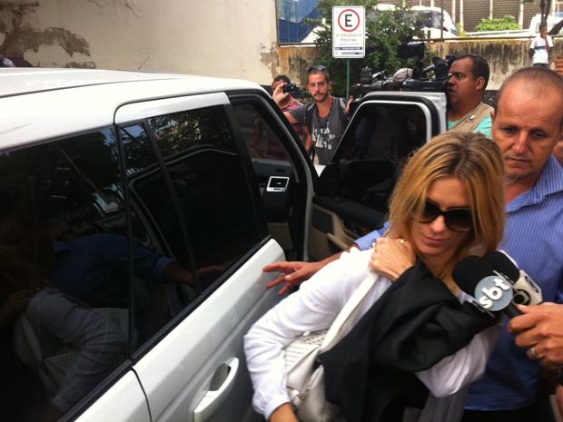 Atriz chega à Delegacia de Repressão aos Crimes de Informática, no Centro (Foto: Janaína Ferreira/G1)