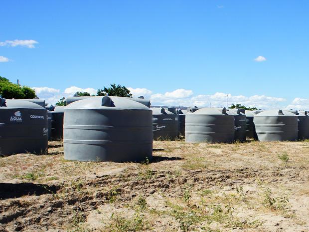 Cisternas de polietileno serão usadas em projeto piloto em Ibotirama (BA) (Foto: Glauco Araújo/G1)