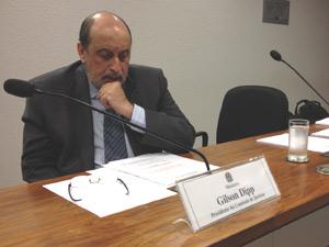 O presidente da comissão, ministro do Superior Tribunal de Justiça (STJ) Gilson Dipp (Foto: Mariana Zoccoli / G1)