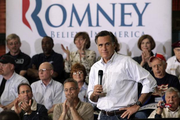 Romney discursa na segunda-feira (7) em evento de campanha na cidade de Euclid, Ohio (Foto: Jae C. Hong/AP)