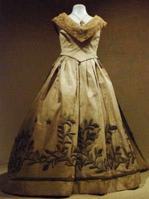 vestido que a princesa isabel utilizou para assinar a Lei áurea (Foto: Ingrid Maria Machado/G1)