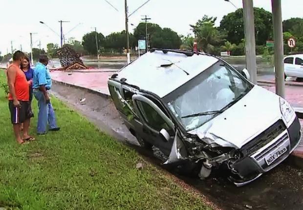 Acidente ocorreu em frente à Suframa (Foto: Reprodução/TV Amazonas)