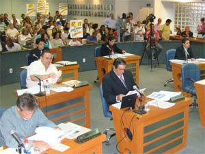 Vereadores durante sessão na Câmara de Barretos (SP). (Foto: Roberto José Minuncio/CMB)
