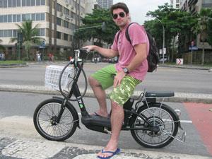 Empresário Tunico Almeida espera que haja incentivo ao meio de transporte alternativo (Foto: Daniel Fraiha/G1)