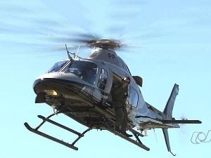 Cai helicóptero que participava de reconstituição de chacina em Goiás (Foto: Reprodução/TV Anhanguera)