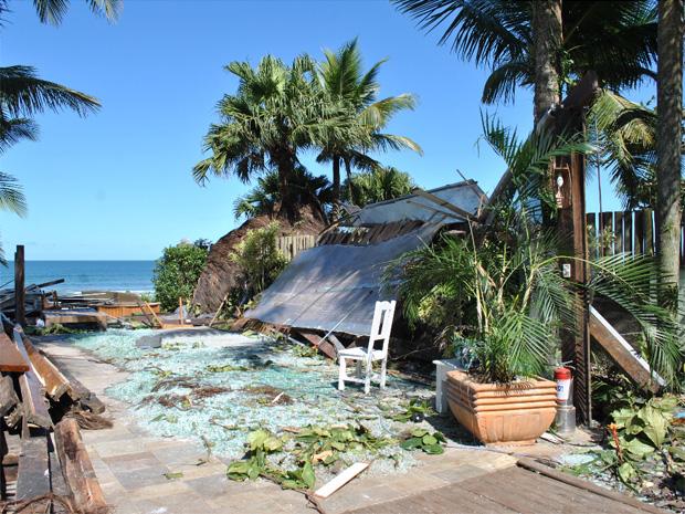 Casas ficaram destruídas ao serem atingidas por tromba d'água no domingo (Foto: Milton Fagundes/PMSS)
