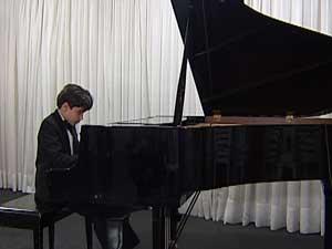 Jovem pianista pode representar o Brasil, em Berlim (Foto: Reprodução/TV Integração)