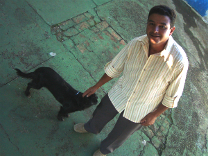 Homem surdo e analfabeto foi encontrado sem documentos em rodovia. (Foto: Eduardo Ribeiro Jr./G1)