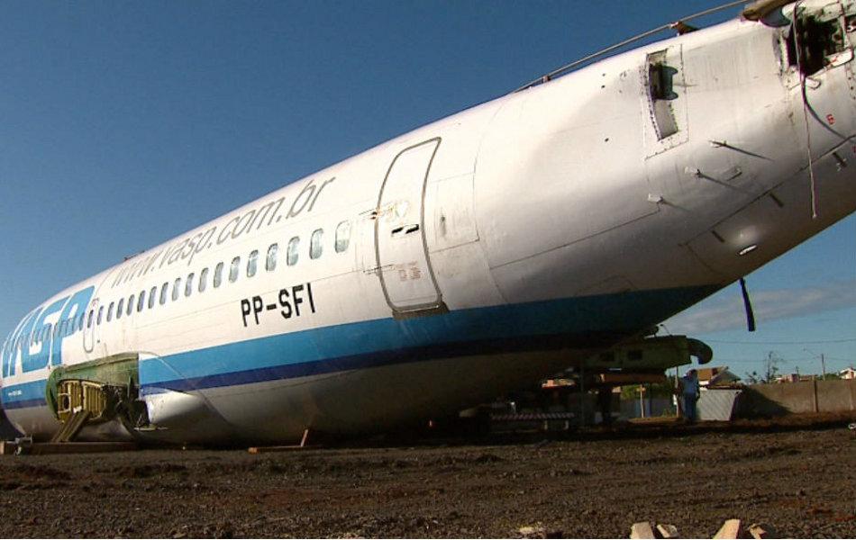 Avião da Vasp vira espaço para festas em Araraquara