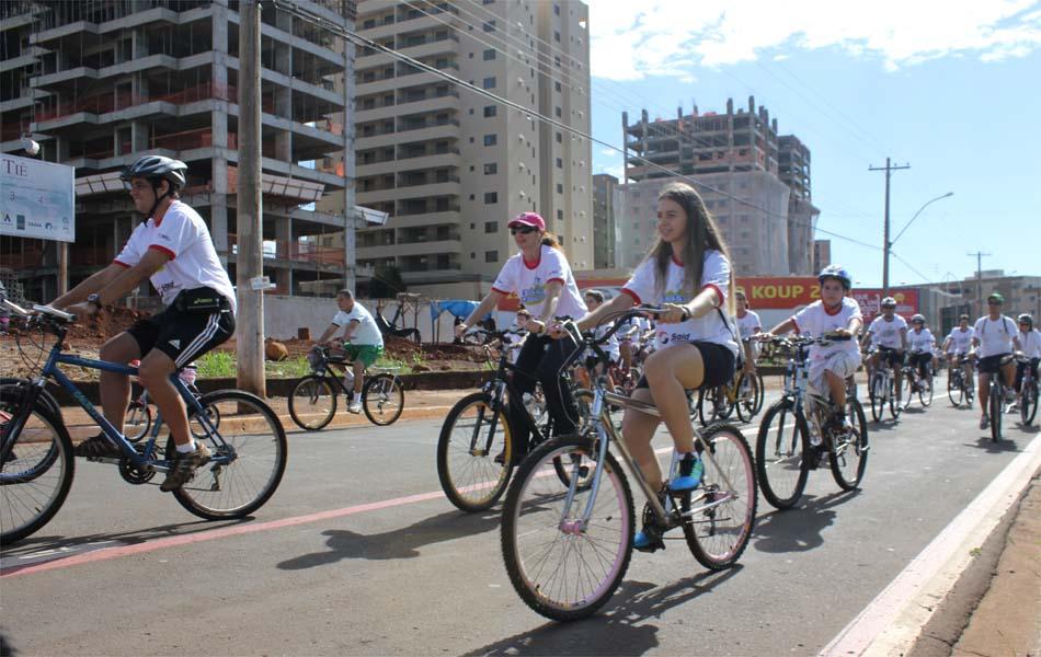 Famílias aproveitaram domingo (10) com sol em Ribeirão Preto para pedalar