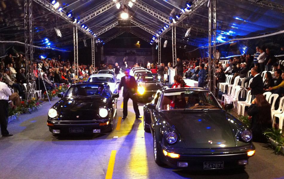 Desfile de Porsches prestou homenagem a Ferdinand Porsche, criador do 911