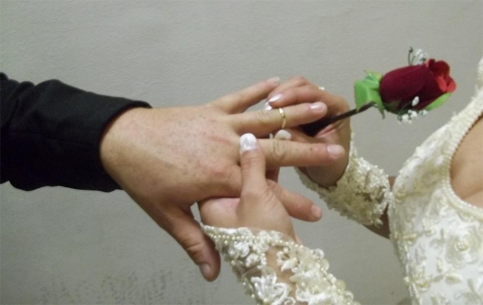 Casais selaram união no Parque do Povo