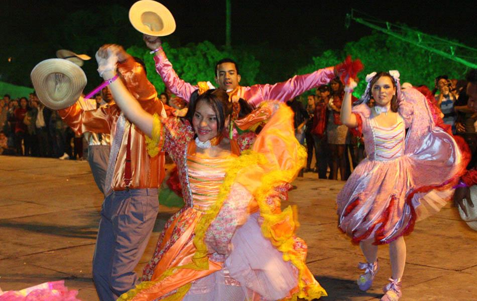 Grupo dança quadrilha  na festa