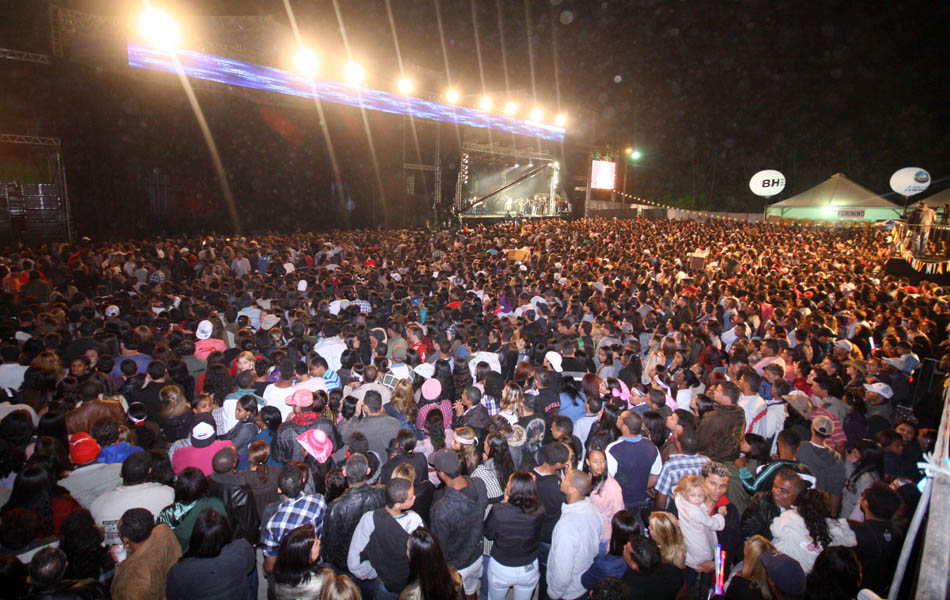 Milhares de pessoas lotaram a Fazenda Boa Esperança, em Santa Luzia