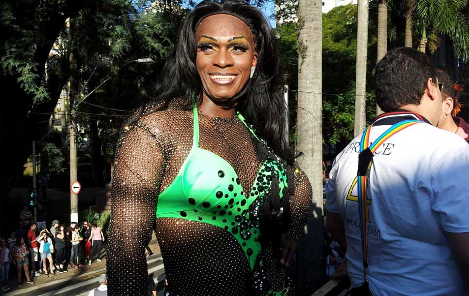 Participante de parada LGBT em Campinas na edição do evento em 2012