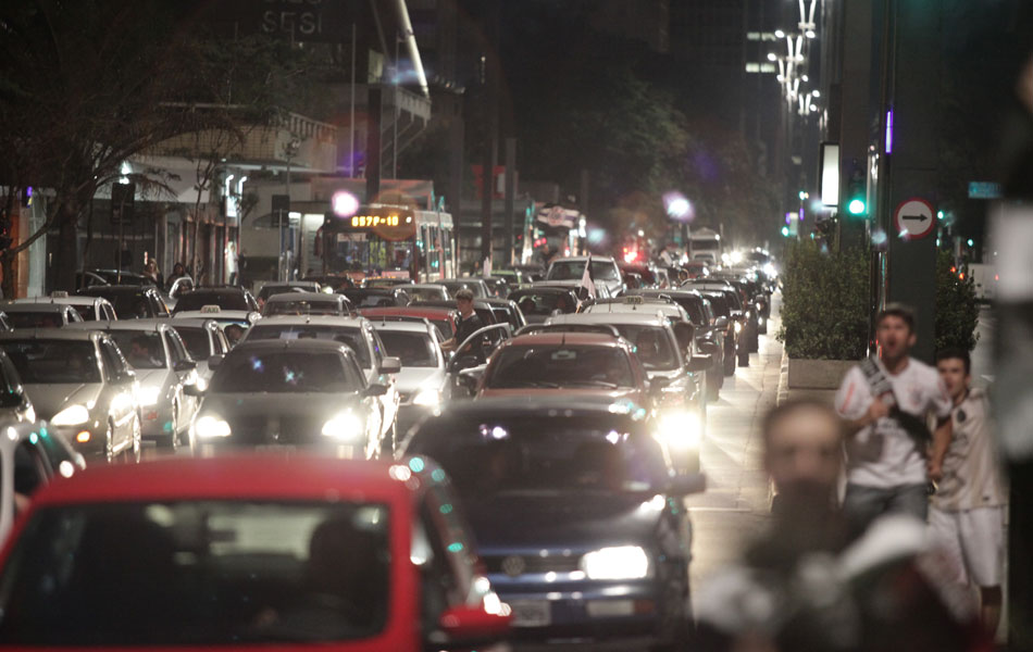Trânsito ficou parado na Avenida Paulista para a comemoração após a partida