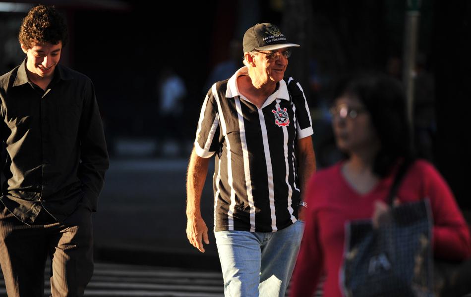 Corintianos acordaram uniformizados nas ruas do Centro de São Paulo.