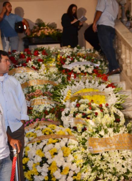 Coroas de flores foram dispostas no Palácio da Redenção durante velório de Ronaldo Cunha Lima