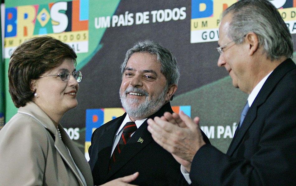 Com a saída de Dirceu, a então ministra de Minas e Energia, Dilma Rousseff, assume a Casa Civil. Inicialmente, as denúncias de Jefferson inocentavam o presidente Lula, dizendo que ele até chorou quando foi informado sobre o esquema pelo deputado.