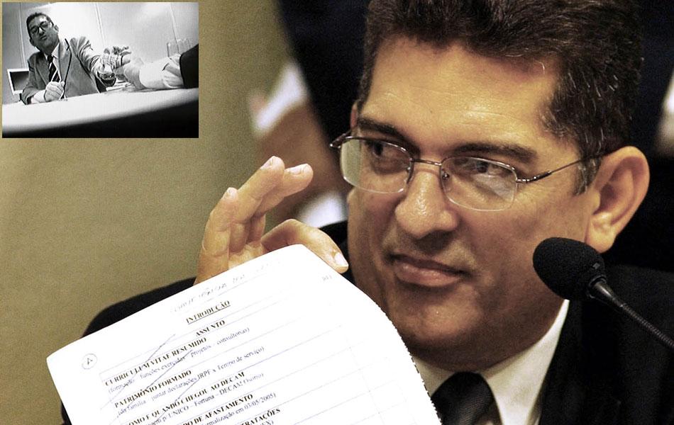 Em maio de 2005, o ex-funcionário dos Correios Maurício Marinho aparece em um vídeo negociando propina com empresas interessadas em participar de licitações do governo. Aberta a CPI dos Correios no mês seguinte, ele é um dos primeiros convocados a falar.