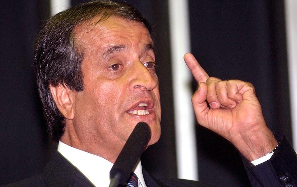 Valdemar Costa Neto, que ocupava a presidência do PL, narra em entrevista um encontro em Brasília para tratar do repasse de dinheiro para o PL (que teria bancado o apoio e a definição de José Alencar como vice). Lula estava presente, diz Neto.