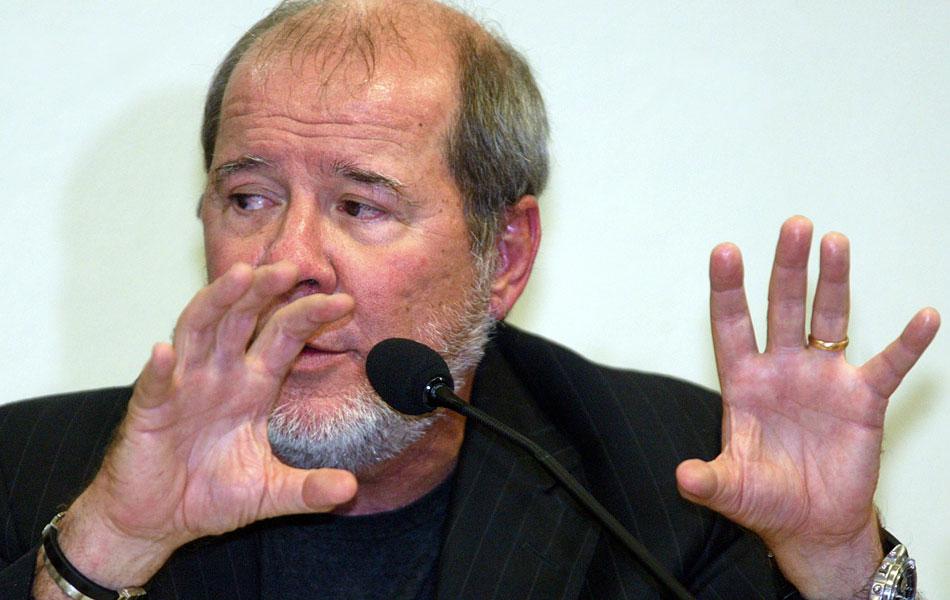 Chamado para depor, o publicitário Duda Mendonça confessa que abriu uma conta nas Bahamas para receber R$ 10,5 milhões do PT. Ele foi o responsável por campanhas do partido em 2002, incluindo a de Luiz Inácio Lula da Silva.