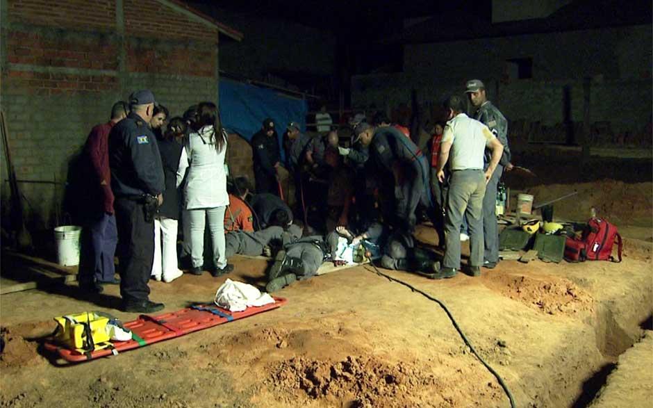 Bombeiros resgatam menino que caiu em buraco em Artur Nogueira