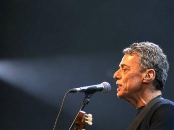 O cantor Chico Buarque será um dos homenageados no espetáculo