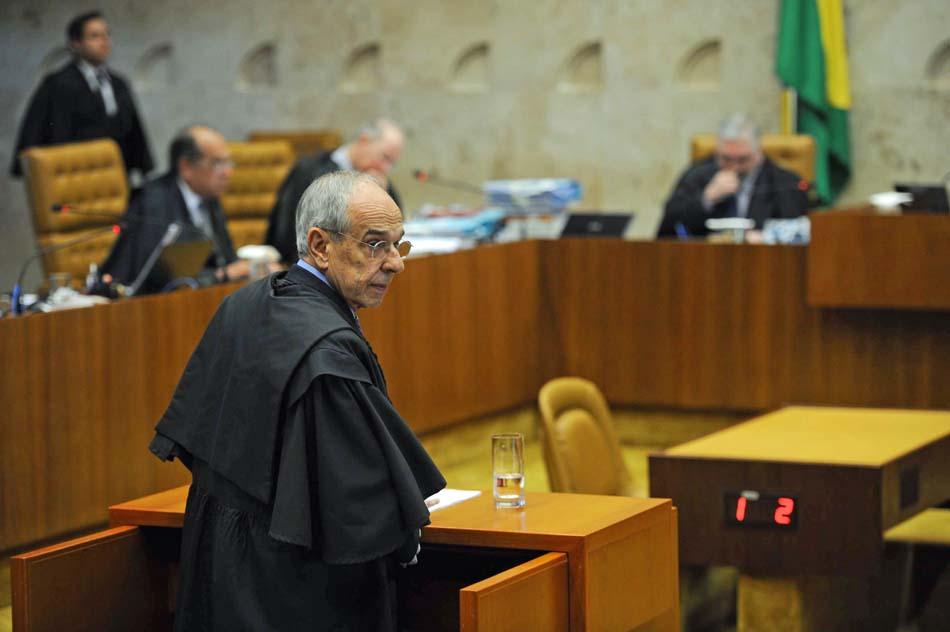 2 de agosto - Mesmo derrotado na tentativa de desmembrar o processo do mensalão, o ex-ministro da Justiça Marcio Thomaz Bastos, advogado de um dos 38 réus do caso, afirmou, após o STF assegurar maioria contra sua proposta, que ele 'amealhou muitos votos'