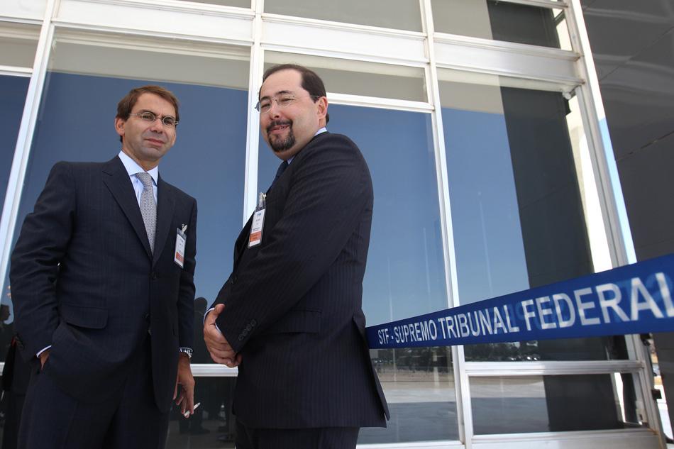 2 de agoO advogado José Luiz Oliveira Lima, defensor do ex-ministro-chefe da Casa Civil José Dirceu, e o advogado Celso Vilardi, que defende Delúbio Soares, em dia da primeira sessão do julgamento do Mensalão, no plenário do Supremo Tribunal Federal (STF)