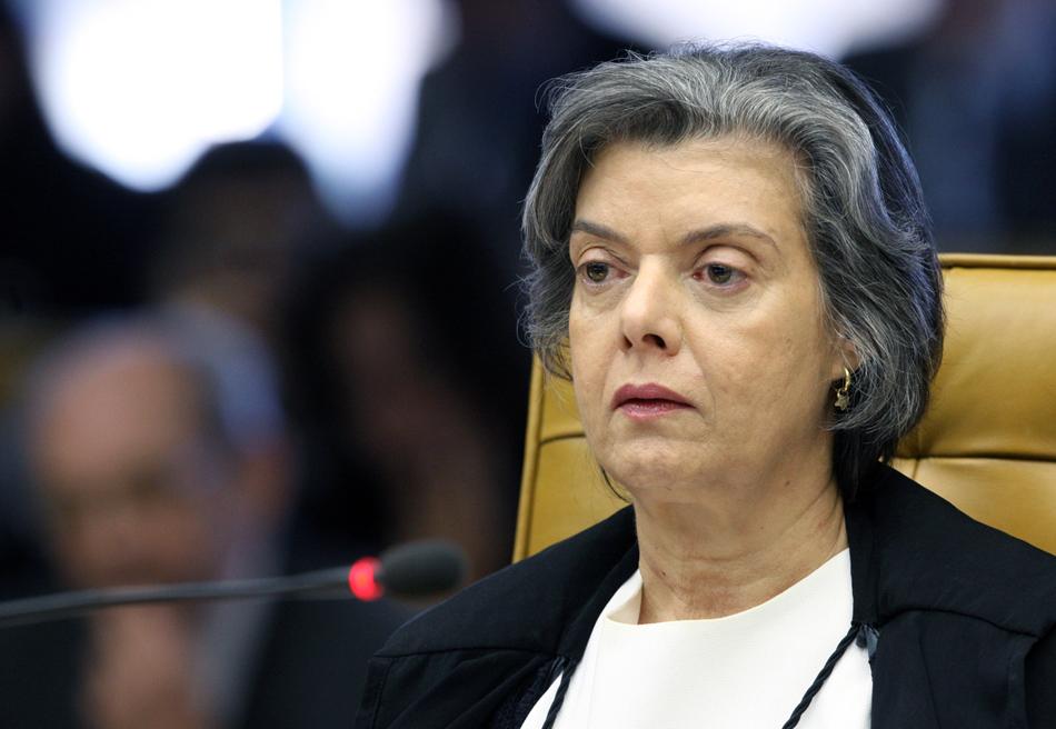 2 de agosto - Ministra Carmen Lúcia durante sessão que julga Ação Penal 470