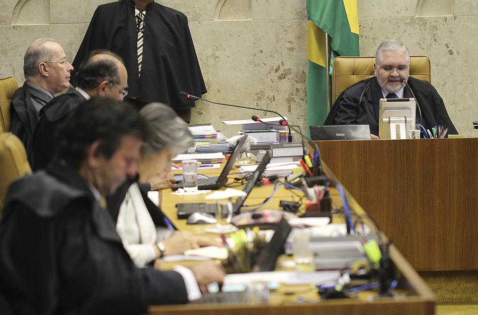 3 de agosto - Segundo dia de julgamento do mensalão no Supremo Tribunal Federal (STF), o procurador-geral da República Roberto Gurgel. faz leitura da acusação de cada réu no processo.