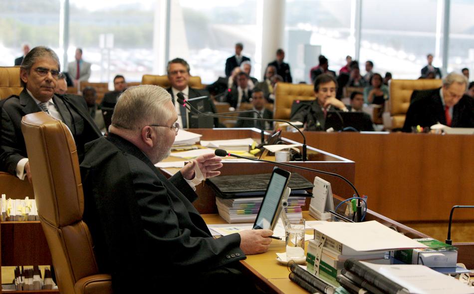 3 de agosto - Roberto Gurgel, procurador-geral da República, disse que o mensalão
