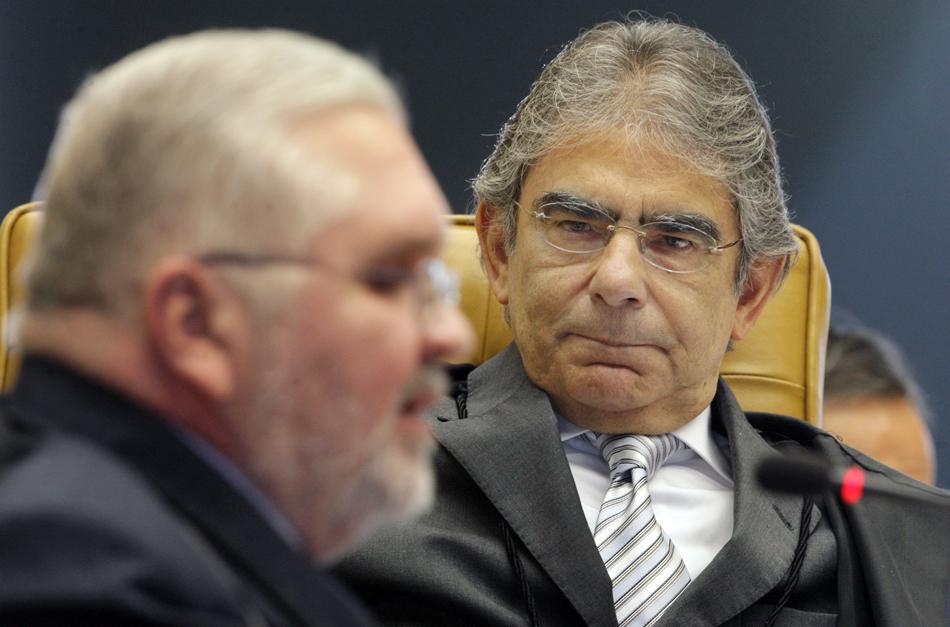 3 de agosto - O Presidente do STF observa a leitura da acusação de cada réu no processo.