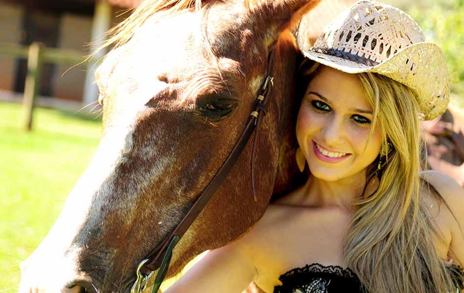 Kamila Oliveira gosta de montar a cavalo e sonha em executar a prova dos três tambores na arena de Barretos